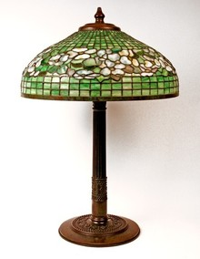 Dogwood Border table lamp