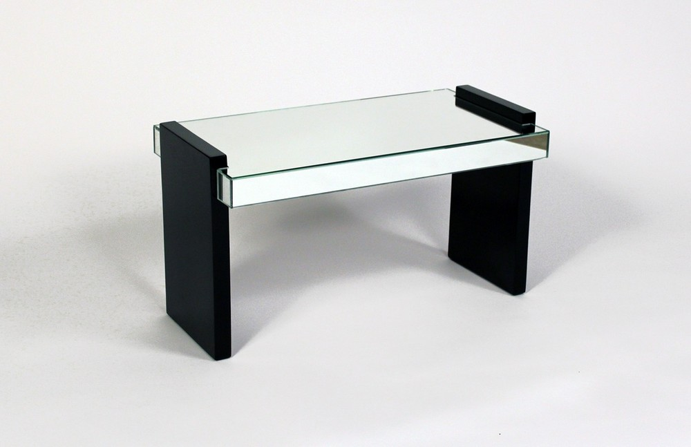 Pair of side table in black lacquer